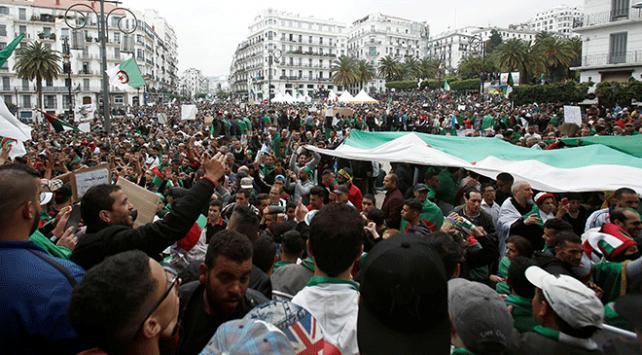 Cezayirde Buteflikanın kardeşi gözaltına alındı