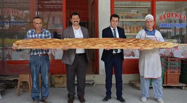 Manisada 3 metrelik ramazan pidesi 60 liradan satıldı