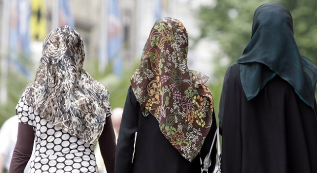Avusturyada okullarda başörtüsü yasağı