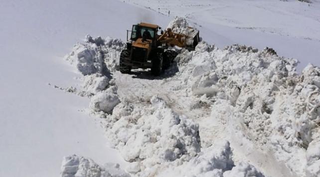 6 aydır kardan kapalı yol ulaşıma açıldı