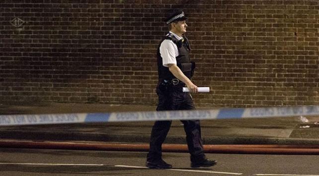 Londrada silahlı bir kişi camiye girmeye çalıştı