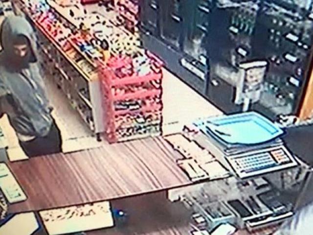 İzmirde markete silahlı ve maskeli soygun