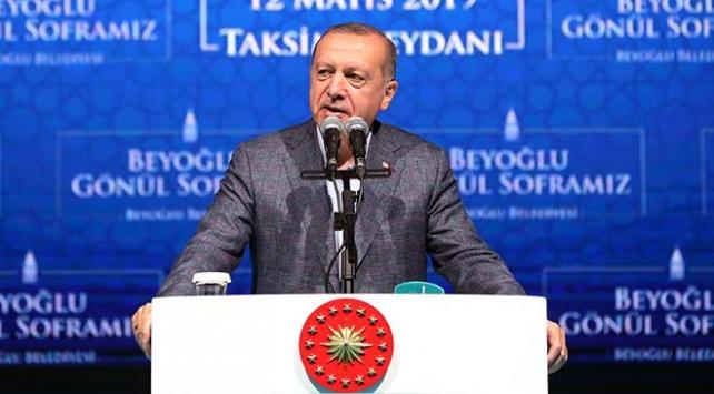 Cumhurbaşkanı Erdoğan: Sanatçı sanatıyla konuşur, dalkavukluk yapmaz