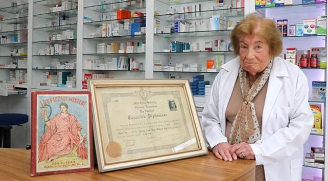 İstanbulun en yaşlı eczacısı 74 yıldır şifa dağıtıyor
