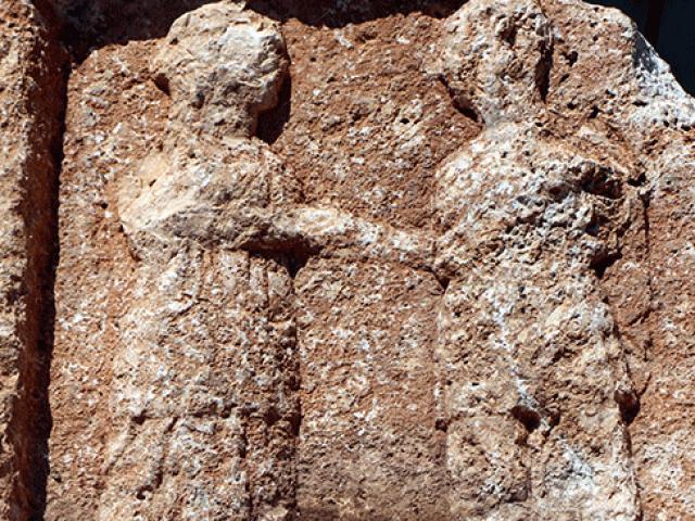 """10 tonluk kayadan Roma dönemine ait """"veda sahnesi"""" çıktı"""