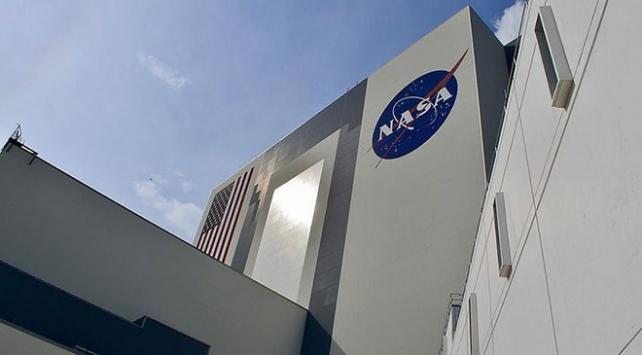 NASA yeni görevinde Aya ilk ayak basacak astronotun kadın olacağını açıkladı