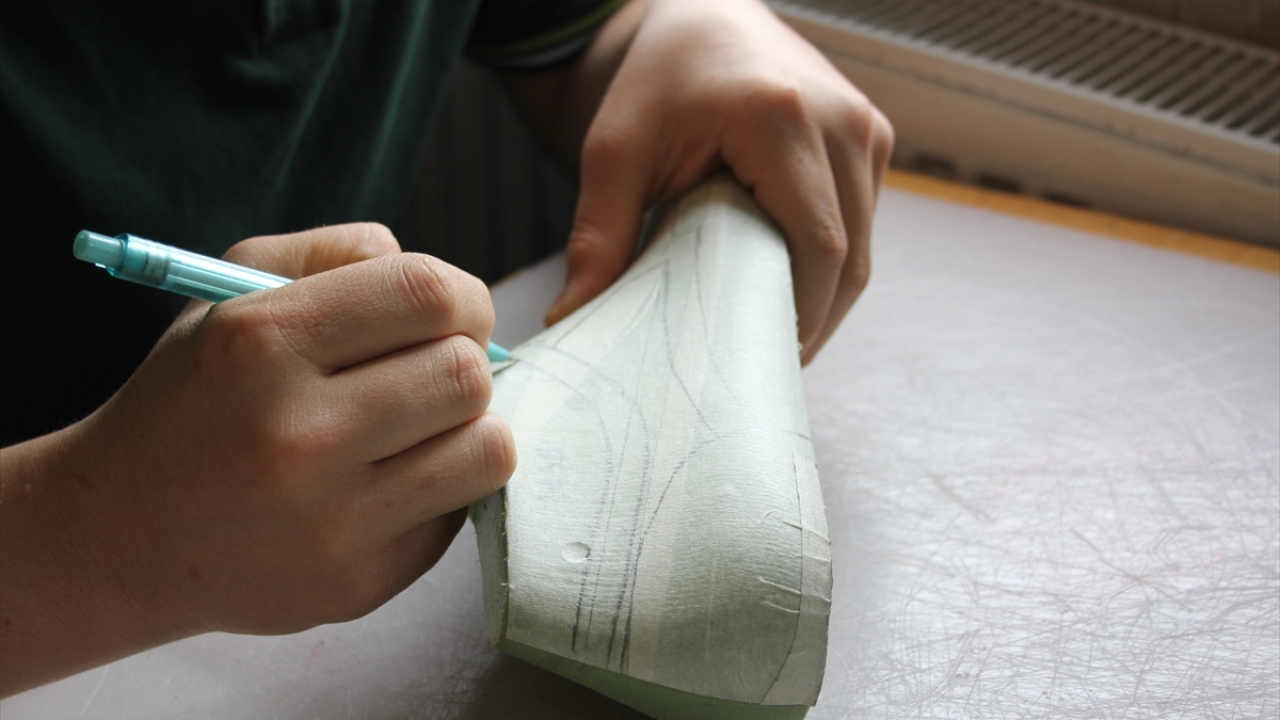 """Türkiyenin """"ayakkabı tasarımcıları"""" bu okulda yetişiyor"""