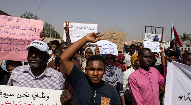 Sudanda asker ve muhalefet arasındaki müzakereler askıya alındı