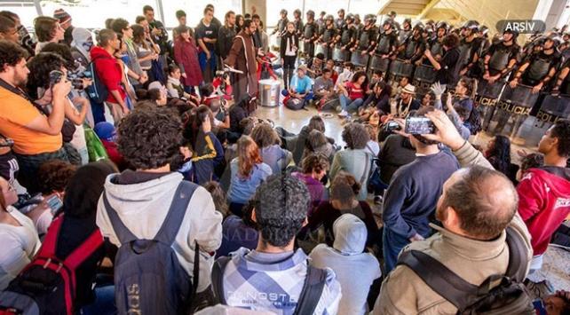 Brezilyada öğrenciler ve öğretmenlerden protesto