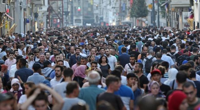 Türkiyede genç nüfus oranı azalıyor
