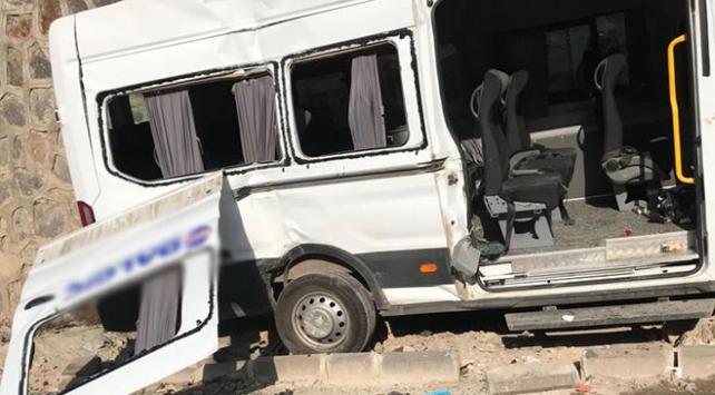 Gaziantepte işçi servisi devrildi: 10 yaralı