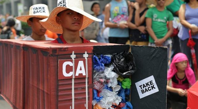 Filipinler ile Kanada arasındaki çöp krizi büyüyor