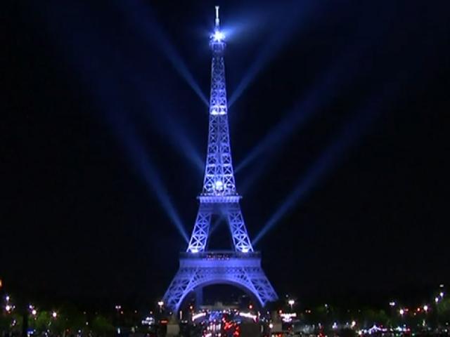 Eyfel Kulesinin 130uncu yılı kutlandı