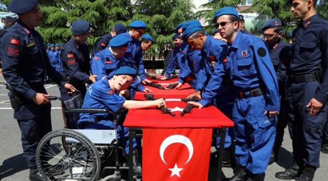 Engelli gençler bir günlüğüne asker oldu