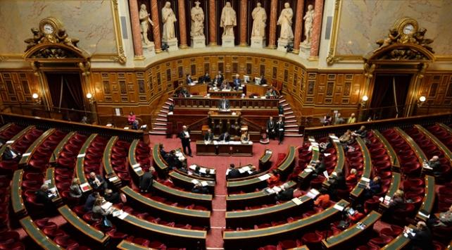 Fransadan başörtü yasağına onay