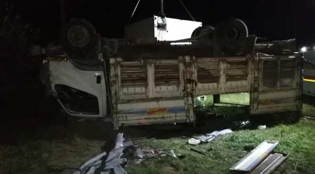 Vanda göçmenleri taşıyan kamyon devrildi: 5 ölü, 37 yaralı