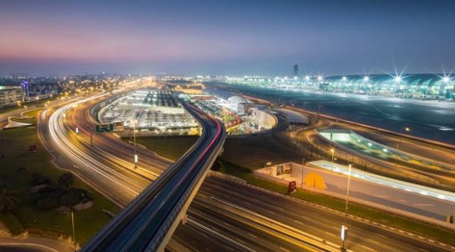 Dubai Havalimanına uçak düştü