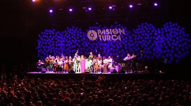 Pink Martini İstanbulda konser verdi