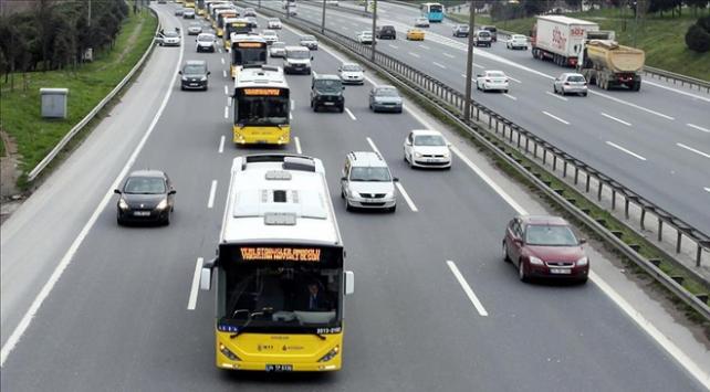 İstanbulda öğrencilere toplu taşıma indirimi başladı