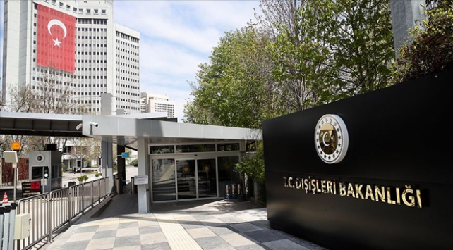 Avusturyadaki başörtüsü yasağına Türkiyeden tepki