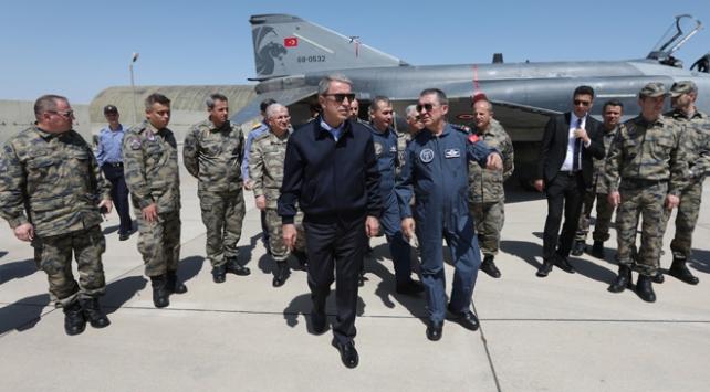 Bakan Akar F-35lerin konuşlanacağı üssü denetledi