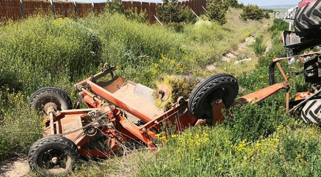Kırıkkalede otomobil ile traktör çarpıştı: 7 yaralı