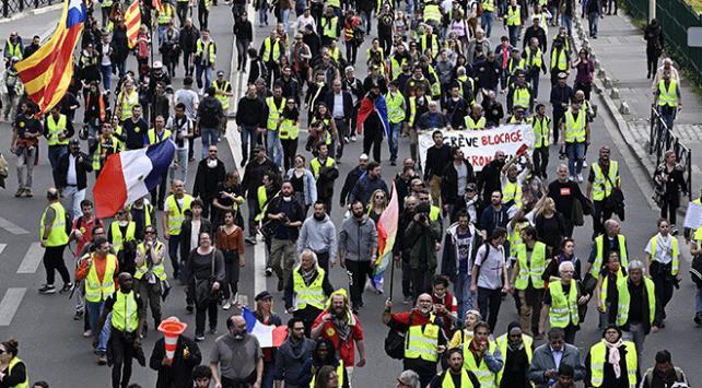 Fransada sarı yelekliler gösterilerin 27. haftasında sokaklarda