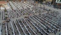 """Türkler ve Suriyeliler """"Halil İbrahim Sofrası""""nda birlikte iftar yaptı"""