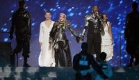 Madonna İsrail'deki Eurovision finaline Filistin bayrağıyla damga vurdu