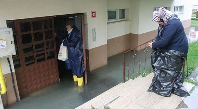 Boluda ev ve iş yerlerini su bastı
