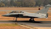 Fransız savaş uçakları Endonezya'ya acil iniş yaptı