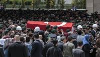 Şehit polisi son yolculuğuna meslektaşları uğurladı