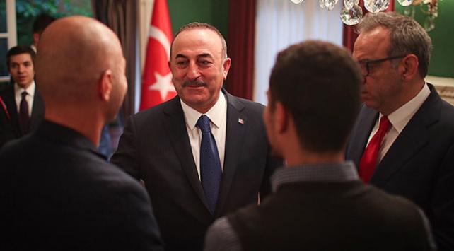 Bakan Çavuşoğlu Meksikadaki Türk toplumu ile görüştü