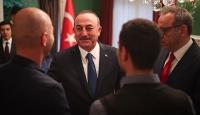 Bakan Çavuşoğlu Meksika'daki Türk toplumu ile görüştü