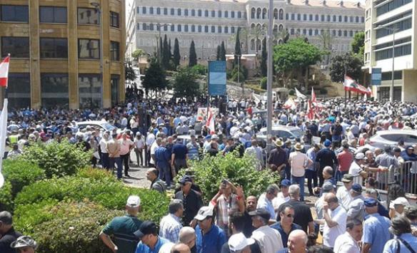 Lübnanda ekonomik tedbirlere yönelik tepkiler sürüyor