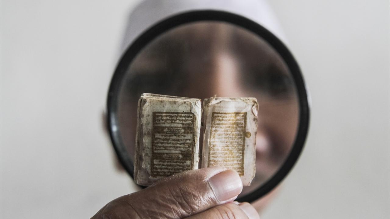 Endonezyadaki küçük el yazması Kuran-ı Kerim