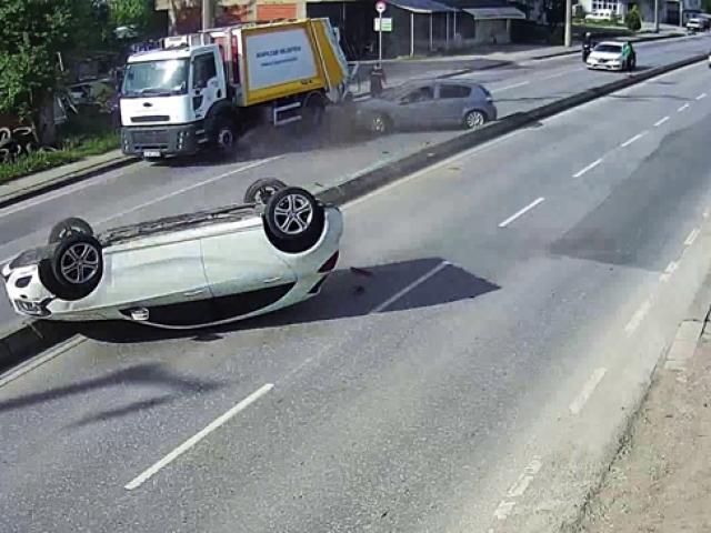 Önüne çıkan otomobile çarpıp karşı şeride uçtu
