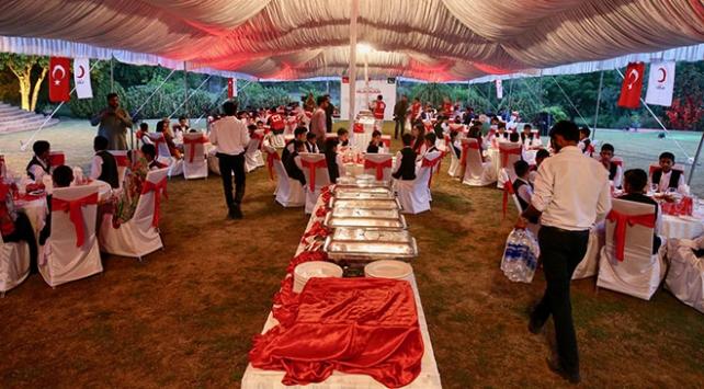 Türk Kızılayından Pakistanlı yetimlere iftar ve bayramlık