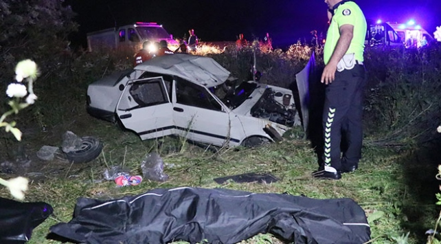 Adanada otomobil şarampole yuvarlandı: 2 ölü, 2 yaralı