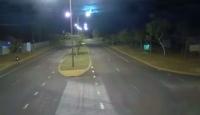 Avustralya'da meteorun gökyüzünden kayma anı kameralara yansıdı