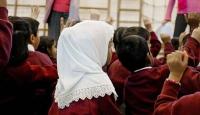 """Avusturya'da ilkokul çocuklarına """"başörtüsü yasağı"""" ayrımcılığı"""
