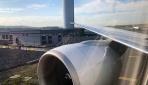 THYye ait uçağın kanadı aydınlatma direğine çarptı