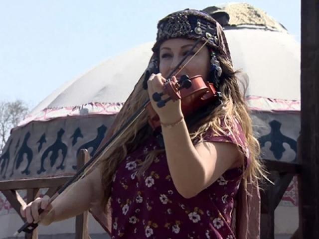 """Meksika asıllı müzisyen kemanıyla """"Diriliş Ertuğrul""""u yorumladı"""
