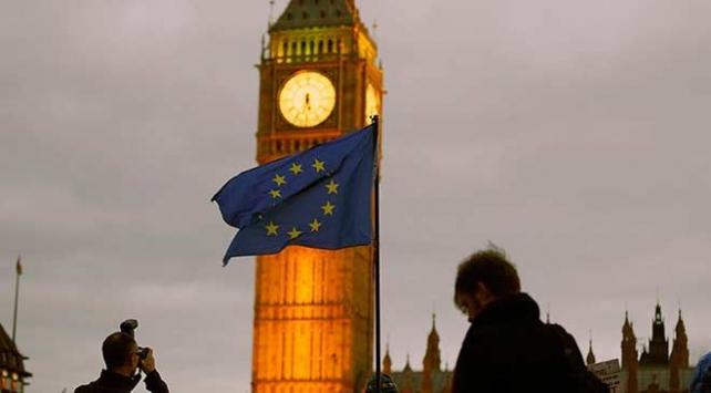 İngilterede Brexit istifa getirdi