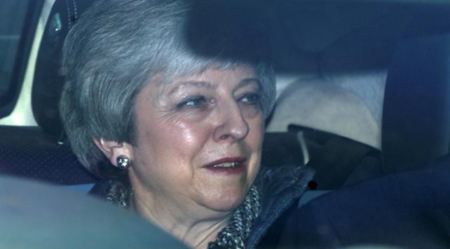 """İngilterenin """"İkinci Demir Lady""""si May istifanın eşiğinde"""
