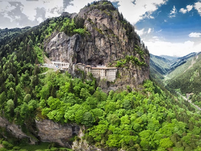 Sümela Manastırı'nda en zor görevler endüstriyel dağcı ekibinindi