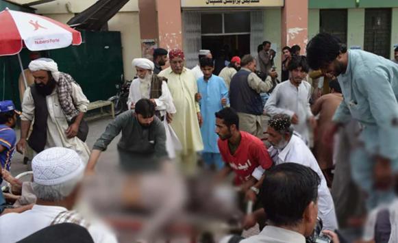 Pakistan'da cuma namazı sırasında bombalı saldırı
