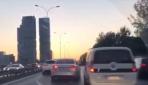 Sürücülerin trafikte makas yarışı kamerada