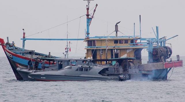 Endonezya'da Filipinler'e ait 2 balıkçı teknesine el konuldu