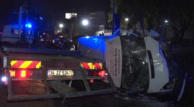 Avcılarda panelvan minibüs ve hafif ticari araç çarpıştı: 14 yaralı